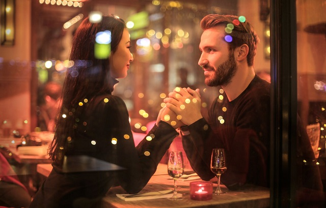 Online Dating: 4 Reasons Why You Should Give It A Try